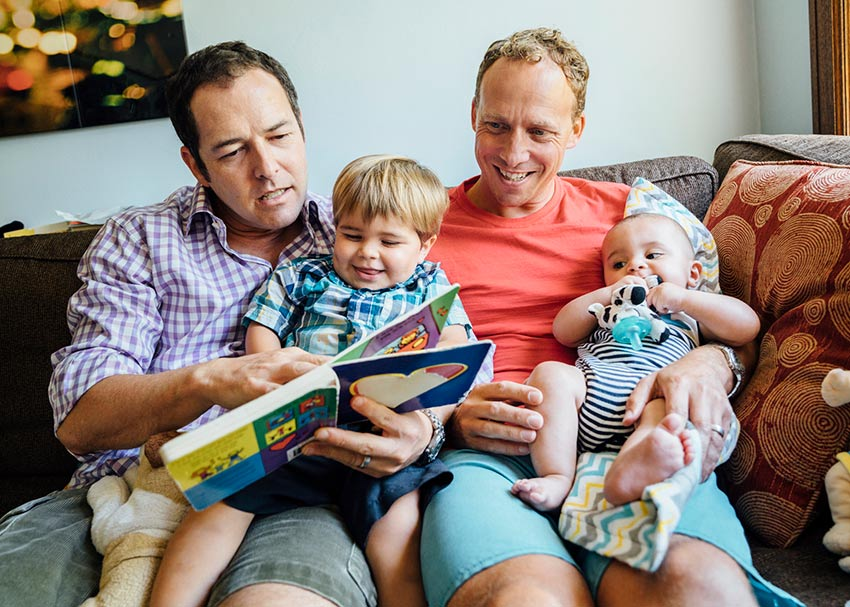 baby-books-read-together